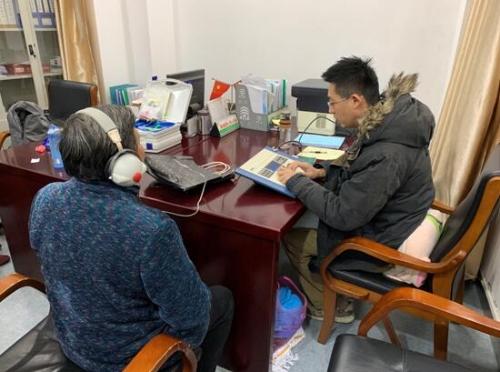 靖江市残联为听力残疾人适配助听器