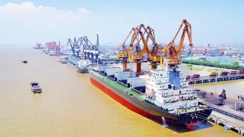 靖江港:从一片滩涂到长江北岸首个县级亿吨