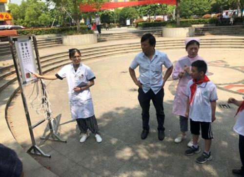 """靖江市开展第24个""""全国爱眼日""""义诊活动"""