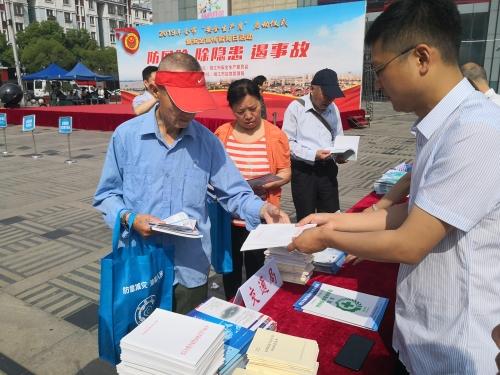 靖江市交通运输局积极开展安全生产月宣传咨